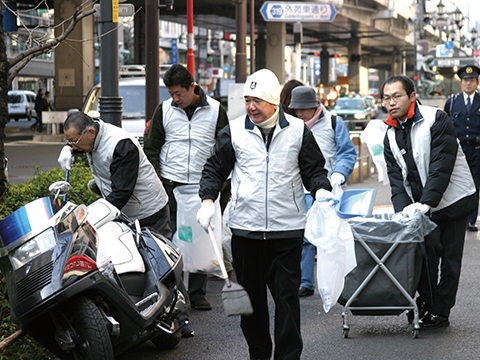 Voluntary Clean-Up Activity by Roppongi Hills  Neighborhood Association