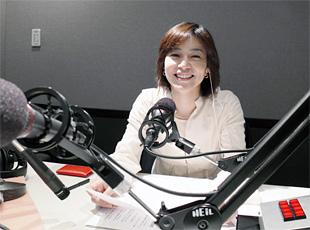 スタジオ収録の八木亜希子